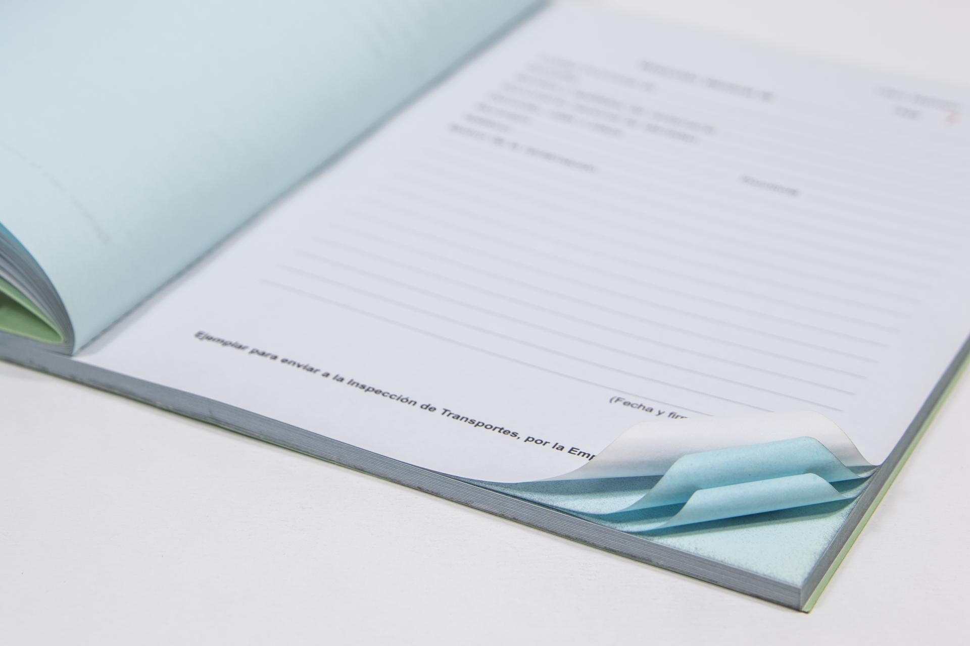 hojas encuadernadas de reclamaciones con copia