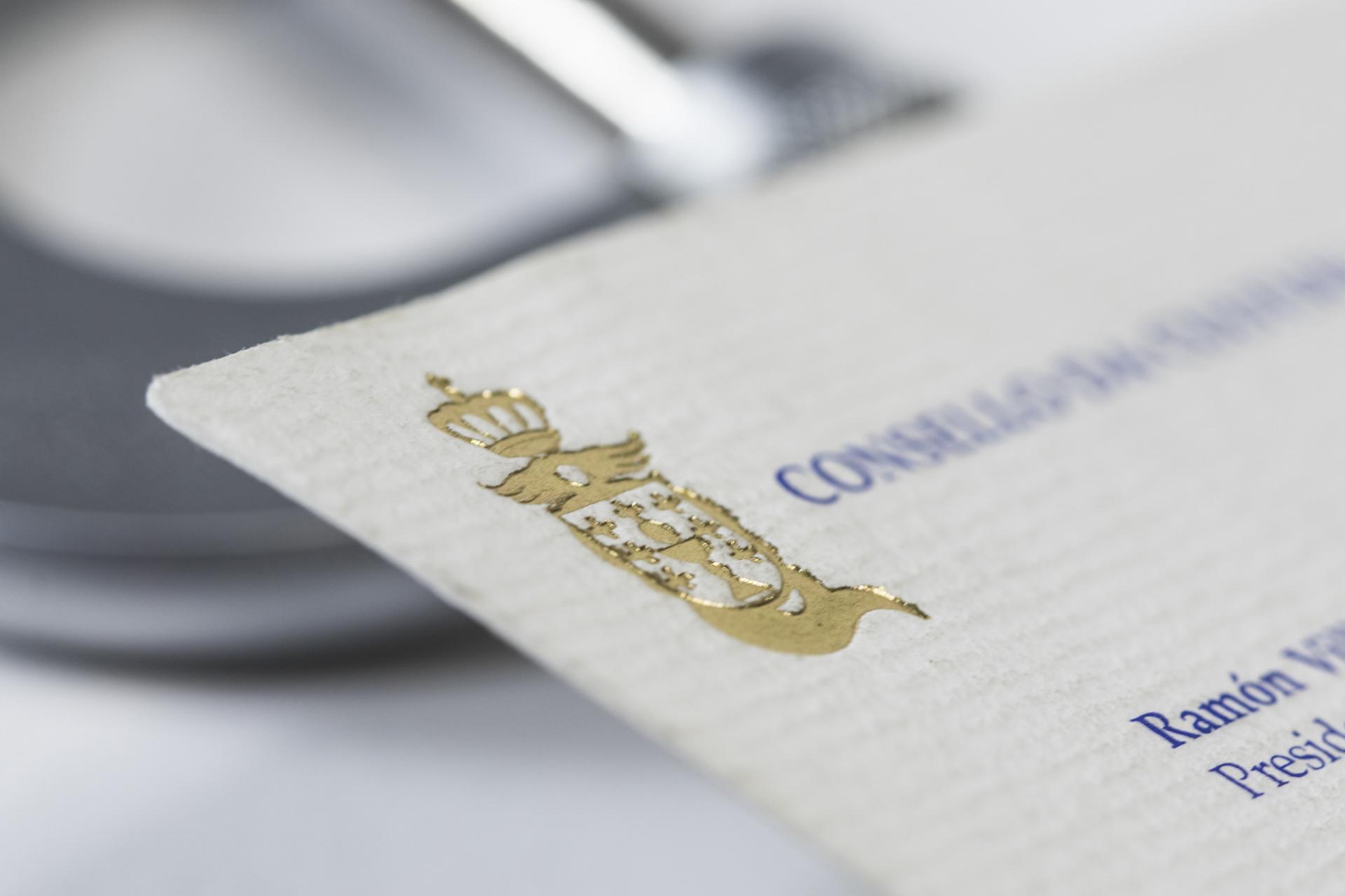 Tarjeta corporativa con textura y relieve realizada en Imprenta VentoPrint
