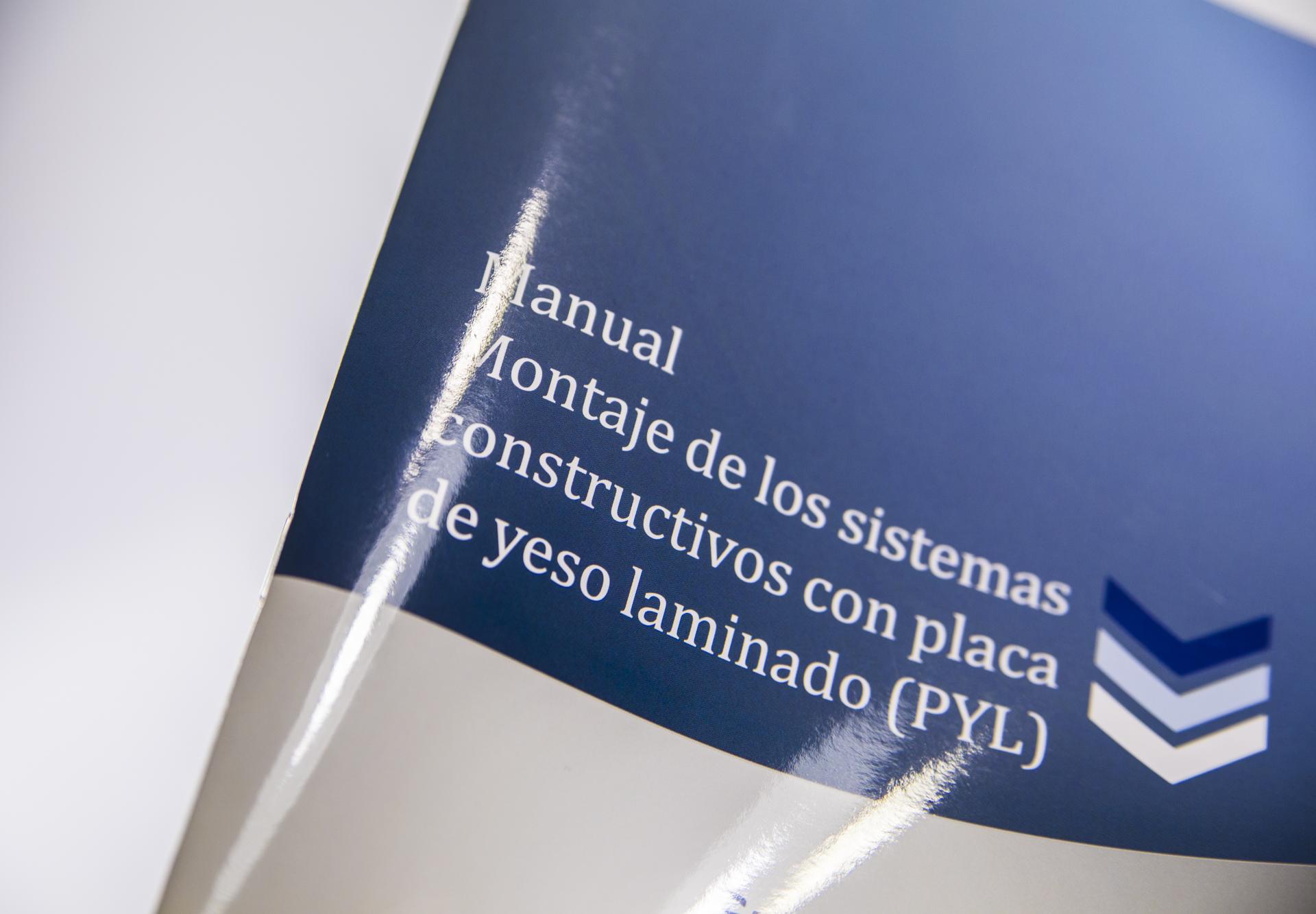Revista en impresión digital con encuadernación tipo grapa